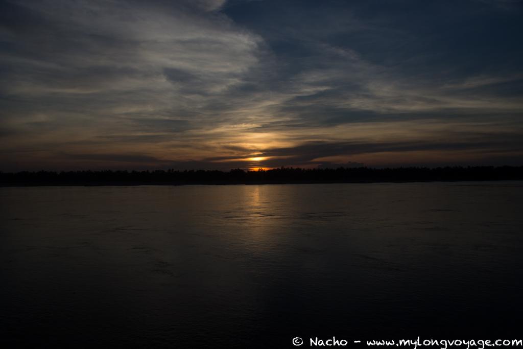 Kratie sunsets & dolphin spotting 04 46018688