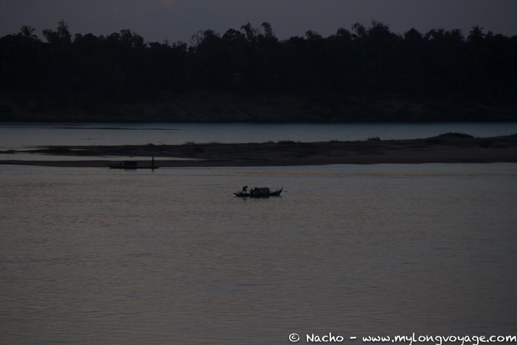 Kratie sunsets & dolphin spotting 06 46141120