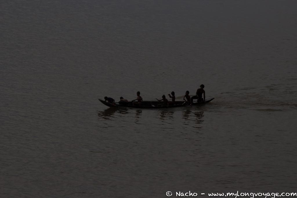 Kratie sunsets & dolphin spotting 26 49776064
