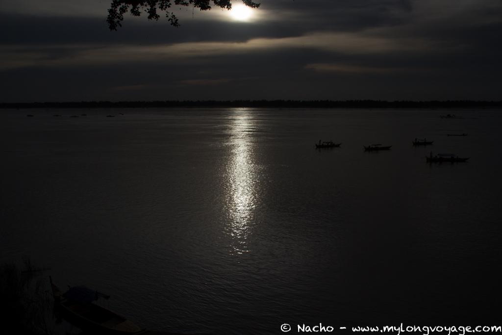Kratie sunsets & dolphin spotting 50 52191424